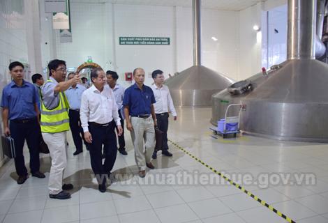 Chủ tịch UBND tỉnh Phan Ngọc Thọ thăm, kiểm tra tình hình sản xuất Công ty TNHH Thương mại Carlsberg Việt Nam